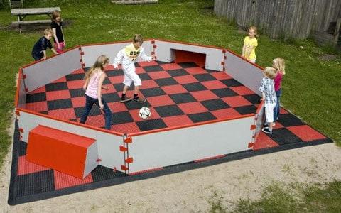 panna veld opgesteld in een speeltuin